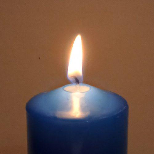 vela azul oscuro